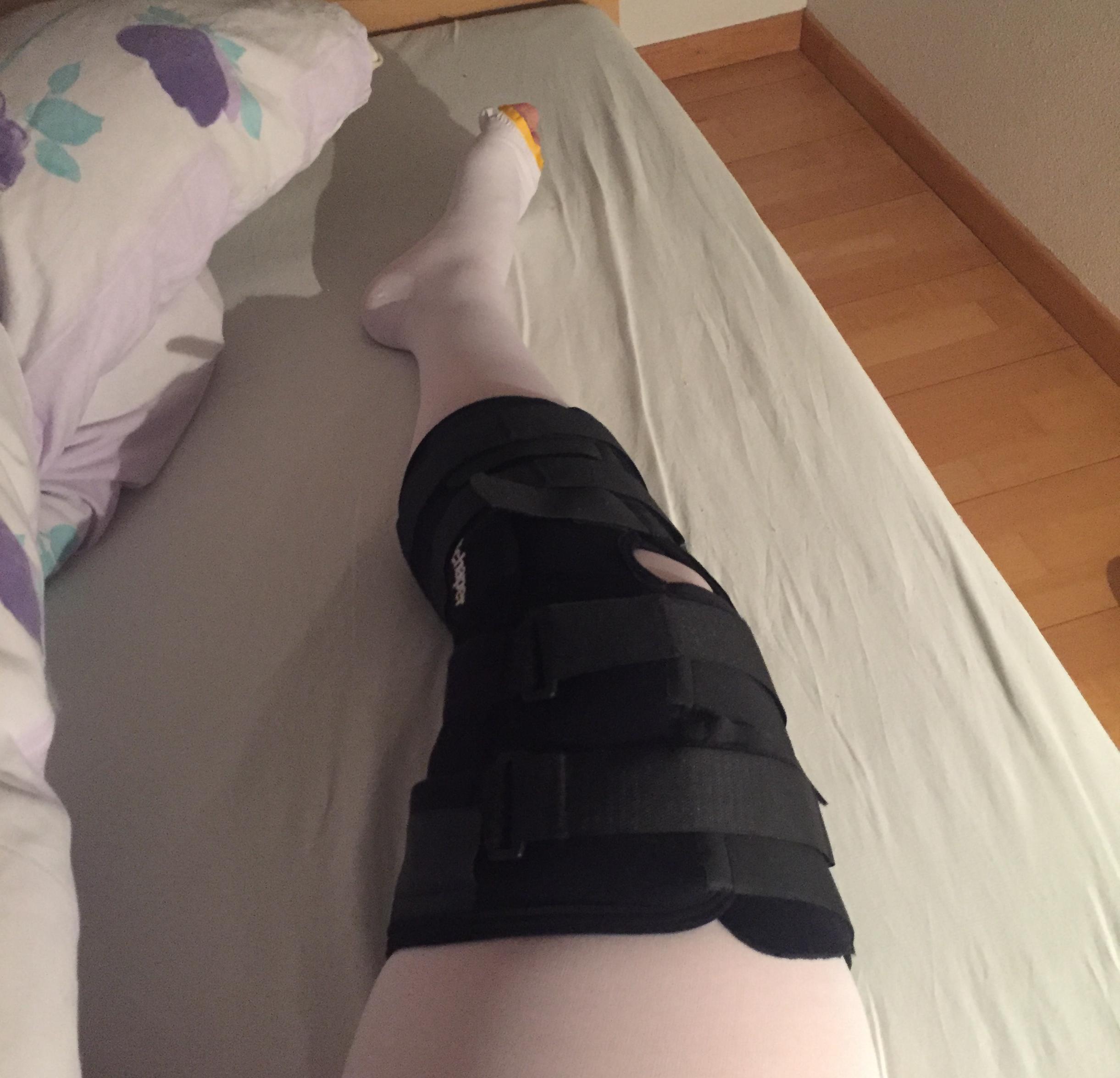 knee bracelet, rehab, ski, knee